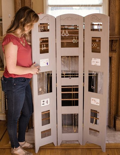room-divider-jewelry-display