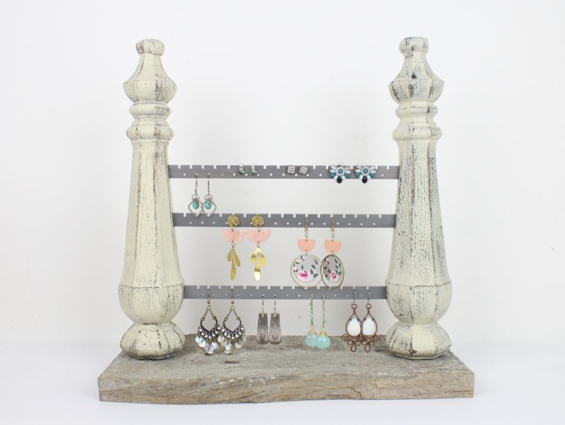 vintage-spindle-earring-stand