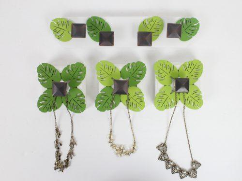 leaf-necklace-holder
